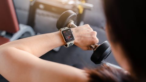 This image has an empty alt attribute; its file name is apple-watch-fitness-apps.jpg